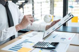 businessman-accountant-working_900x600