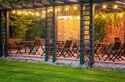 restaurant outdoor dining